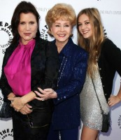 3 generations of acting: Billie Lourd, Mother Carrie Fisher, Grandmother Debbie Reynolds