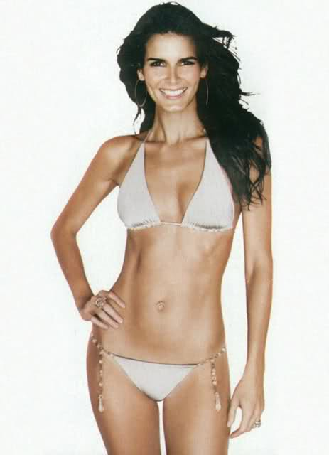 Angie Harmon in Hot & Sexy Bikini