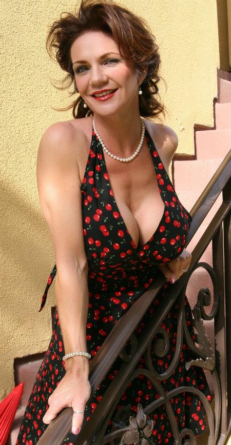 deauxma age, height, wiki, measurements, movies, husband, bikini
