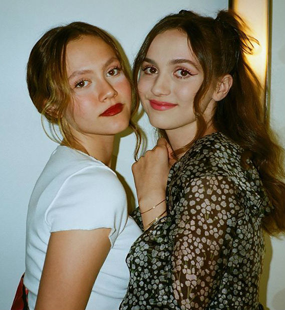 Iris Apatow with sister Maude Apatow