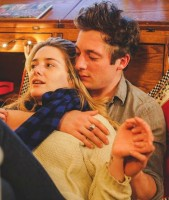 Jeremy Allen White with girlfriend