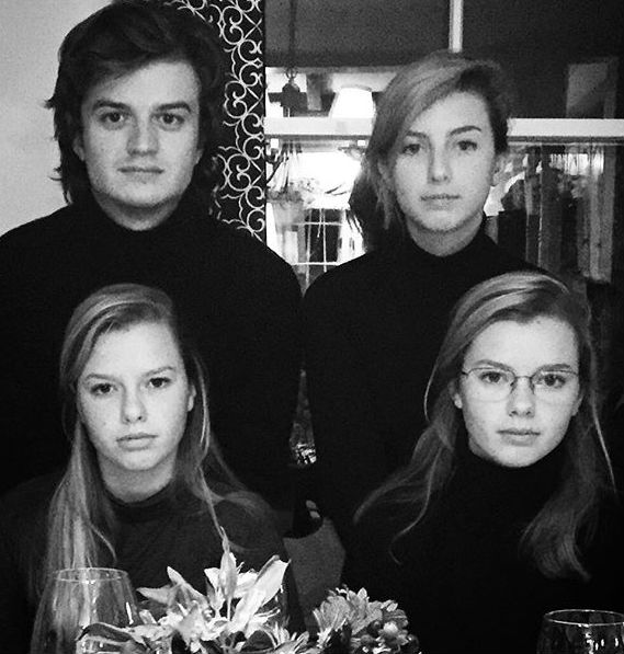 Joe Keery with sisters