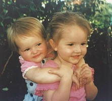 Kaitlyn Dever with sister Mady- childhood