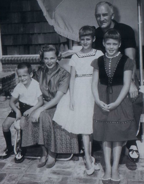 Kelly Harmon Family: Father Tom Harmon, Mom Elyse Knox, brother Mark, sister Kristin
