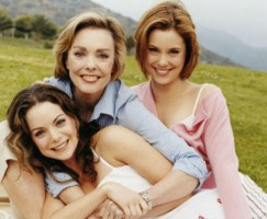 Kimberly Williams-Paisley with mother and sister