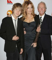Linda Kozlowski Family: Ex-husband Paul Hogan, son Chance Hogan