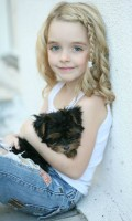 Mckenna Grace with her puppy