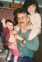Natalia Dyer childhood with her father & sister