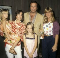 Natasha Gregson Wagner childhood family: Mother Natalie Wood, Sisters Courtney Wagner and Katie Wagner, stepfather Robert Wagner