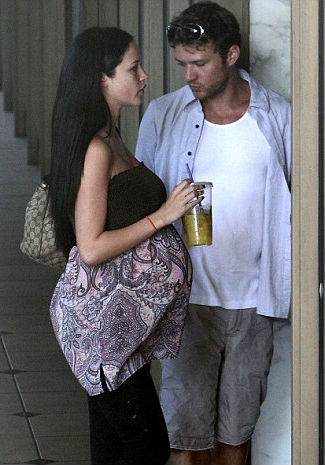 Pregnant Alexis Knapp with Ex-boyfriend Ryan Philippe