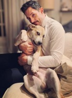 Steve Kazee with his pet