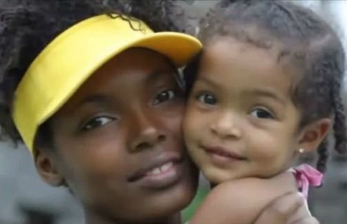 Yara Shahidi with Mom in childhood